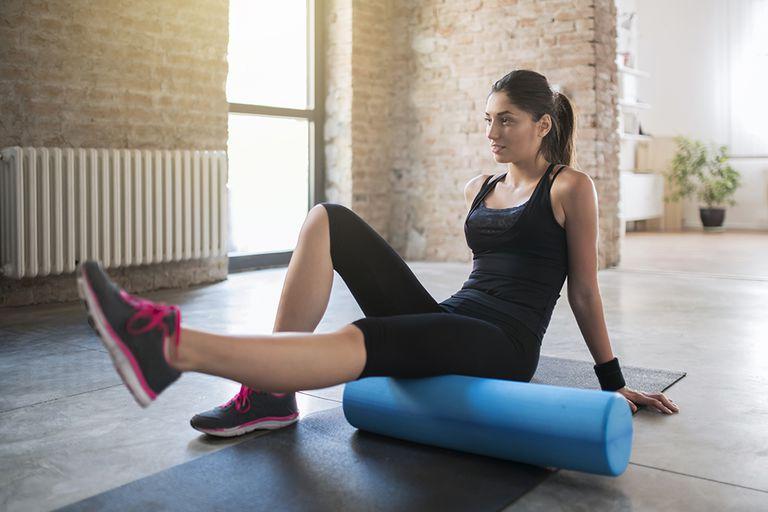 КАК использовать и ДЛЯ ЧЕГО нужен массажный валик для фитнеса
